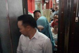 Sekitar 3,5 Jam Mulan Jameela Jenguk Dhani di Rutan Medaeng