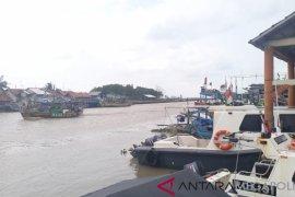 Kapal terbalik, empat nelayan Indramayu hilang di perairan Karawang