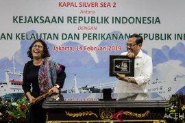 Jaksa Agung serahkan Kapal Silver Sea 2 kepada Menteri KP