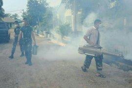 Cegah DBD, Yonif Raider 142/KJ lakukan fogging