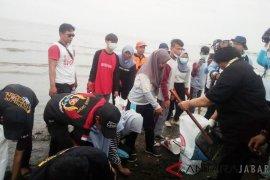 Menteri LHK sebut sampah di tepi pantai memprihatinkan
