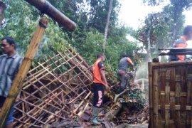 Tiga Kecamatan di Lumajang Diterjang Angin Kencang