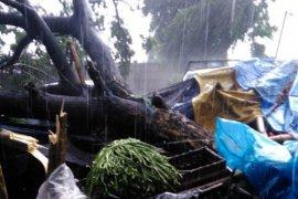 Puting Beliung Landa Sejumlah Daerah di Kabupaten Kediri