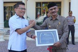 Peduli nasib aparatur gampong Pemkab Aceh Utara terima penghargaan