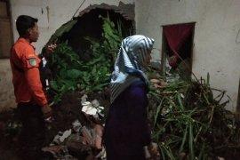 Rumah Warga di Mojo Kediri Rusak Terkena Longsor