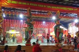 Masyarakat Tionghoa rayakan Imlek di Vihara Kwan In Tang