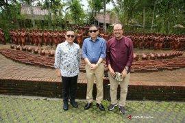 Menteri ESDM Seruput Kopi Osing dan Kunjungi Taman Gandrung Terakota Banyuwangi