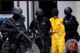 Densus 88 kembali geledah tempat tinggal teroris di Manjahlega Bandung