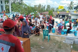 PMI distribusikan kebutuhan dasar korban bencana gempa Sigi
