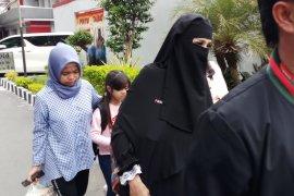 Mulan Jameela Bawa Anak Jenguk Dhani (Video)