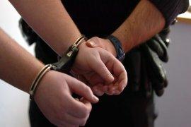 Diduga melakukan pemerasan, empat polisi diringkus