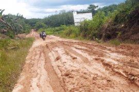 Jalan rusak ancam jumlah pendaftar siswa baru SMPN 8 Sepauk
