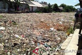 Pemkab Bekasi diminta tindak oknum pencemar sungai