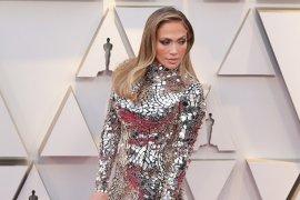 """Jennifer Lopez Gunakan """"Gaun Kaca"""" di Oscar 2019"""