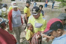 Fasha tolong seorang nenek tercebur di Danau Sipin