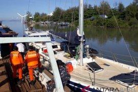 Tim SAR gabungan evakuasi kapal asing yang alami kerusakan mesin di perairan Belitung
