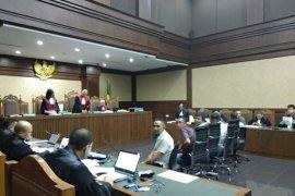 Saksi serahkan uang untuk Gubernur Aceh melalui eks-panglima GAM