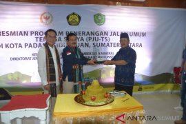 Ahok kunjungi makam ayahnya di Belitung Timur