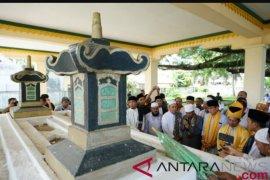 Sandiaga Uno ziarahi makam raja Islam pertama di Indonesia