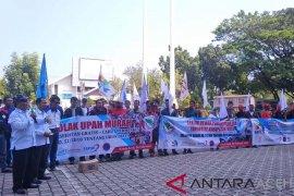 Massa buruh Aceh tolak tenaga kerja asing