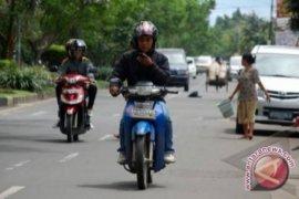 Hindari Kecelakaan, MK Tegaskan Soal Larangan Penggunaan Ponsel Saat Berkendara