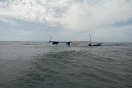 Kapal Tenggelam Di Muara Sangatta
