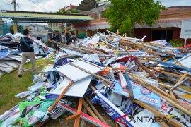 Ribuan alat peraga kampanye menumpuk di kantor Panwaslih
