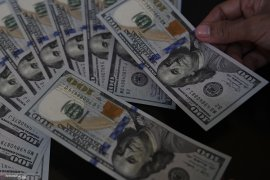 Dolar AS melemah di tengah berita perang dagang yang beragam