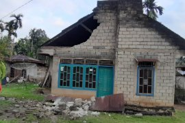 Gempa kembali terjadi, warga Kota Padang keluar rumah