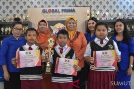 Siswa Global Prima juara Kompetisi Bahasa Inggris di USU