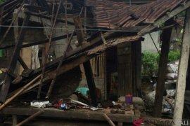 Rumah keluarga miskin jembrana roboh diterjang angin