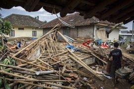 Angin puting beliung di Cicurug Sukabumi