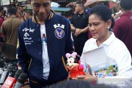 Jokowi belanja untuk cucu di Pasar Sentral Kota Kendari