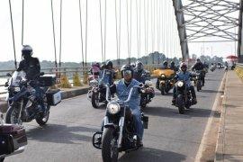 Seratusan pengendara motor besar nikmati perjalanan ke Candi Muarojambi