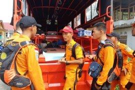 Tim Basarnas Jambi cari orang hilang di hutan danau Kerinci