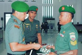 Pangdam I/BB berikan penghargaan kepada Serka Arafat