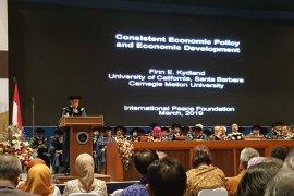 ITB beri doktor kehormatan kepada peneriMa nobel ekonomi