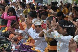 Jelang perayaan Nyepi di Palembang Page 1 Small