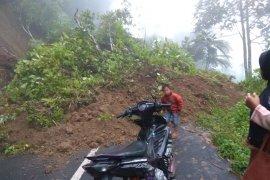 Longsor timbun jalan provinsi di Rejang Lebong