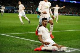 Penalti Rashford antar United tumbangkan PSG dan lolos perempat final