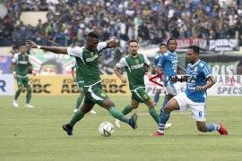 Bertanding di Stadion Kapten I Wayan Dipta, Persib taklukan Persebaya 4-1