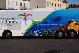 Promosi pariwisata, bus Wonderful Indonesia berkeliling di jalan utama Berlin
