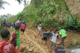 Delapan orang tertimbun longsor di Manggarai Barat