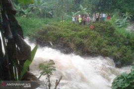 Seorang warga diduga hilang di Sungai Bendungan Talang Benih