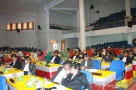 Anggota DPRD pakai pakaian adat di sidang paripurna istimewa HUT Madina