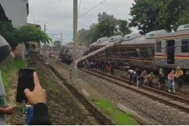 Kereta Commuter Bogor-Jakarta Kota/Jatinegara anjlok di perlintasan Kebon Pedes