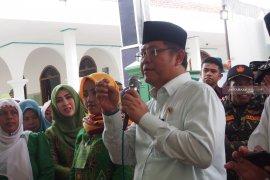 Menteri Rudiantara janjikan aplikasi penjualan bagi petani bawang Nganjuk