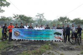 Alumni IKAPTK Asahan peduli lingkungan