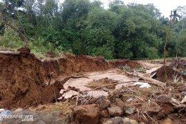 Ratusan warga Sukabumi mengungsi akibat bencana