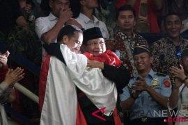 Pencitraan petahana versus penantang dan kehadiran pemilih di TPS